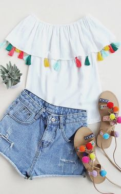 I love everything about this summer outfit. Lovely Summer Fresh Looking Outfit. The Best of styling tips in 2017.