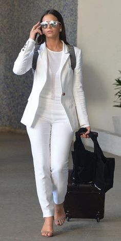 Amazing Blazer Outfits Ideas That You Need To Know – Trendy Fashion Ideas White Jeans Outfit, Blazer Outfits, White Outfits, Classy Outfits, Fall Outfits, All White Outfit, Casual Outfits, Fashion Outfits, Teen Outfits