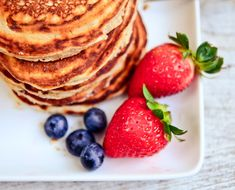 Just Eat It: The Gluten-Free Flour Everyone Should Be Baking With (The Chalkboard Mag) Coconut Flour Pancakes, Banana Pancakes, Banana Split Dessert, Pinwheel Recipes, Just Eat It, Peanut Butter Cookie Recipe, Healthy Pumpkin, Gluten Free Flour, Lemon Chicken