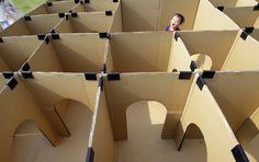 IlPost - Tokyo, Giappone - Un bambino gioca in una struttura fatta di cartone a Tokyo  (AP Photo/Shizuo Kambayashi)
