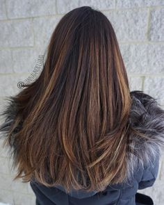Thick hair is simply luxurious in styling options it offers. Check our latest gallery of the right haircuts for thick hair. These hairstyles bring thick hair to perfection! Simply Hairstyles, Hairstyles Haircuts, Hairdos, Medium Hair Cuts, Medium Hair Styles, Curly Hair Styles, Haircut For Thick Hair, Haircuts For Long Hair, Mommy Haircuts