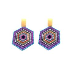 Iniciando semana con mucho #color 💥 #lannaworld #eledobleu —LW— 🍁 < < < #accesorios #tendencias #jewelry #aretescolombia #earrings #miyuki… Diy Jewelry, Handmade Jewelry, Beaded Crafts, Brick Stitch, Diy Projects To Try, Bead Art, Bead Weaving, Beaded Earrings, Seed Beads