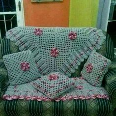 Picture only, no pattern. Crochet Box, Crochet Pillow, Crochet Gifts, Crochet Motif, Crochet Shawl, Crochet Designs, Crochet Doilies, Crochet Stitches, Crochet Patterns