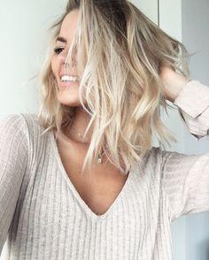 @fridagrahn hairstyle Frida Grahn blonde page long bob medium length hair