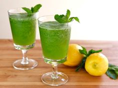 Recipe for a simple, sweet, refreshing Middle Eastern slushy drink with lemon and mint. Takes 5 minutes to make. Easy, vegan, kosher, pareve.