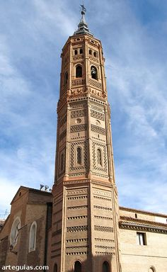 Torre de la iglesia de Calatayud, with its mudijar influenced decoration one can see the influence of earlier muslim mosque / minaret forms. Historical Architecture, Art And Architecture, Temples, South Of Spain, Iberian Peninsula, Spain And Portugal, Mosque, Iglesias, Castle
