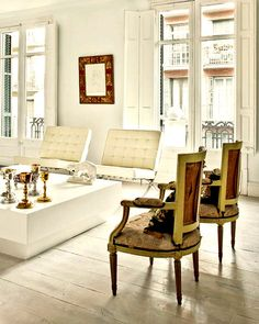 This is gorgeous .. mixing antiques with contemporary
