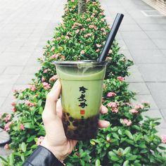 Try bubble tea ☕️ Comida Do Starbucks, Bubble Tea Supplies, Bubble Pictures, Bubble Milk Tea, Green Theme, New Haircuts, Aesthetic Food, Aesthetic Green, Yummy Drinks