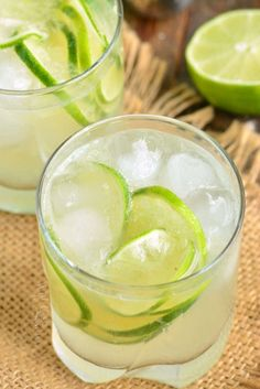 Sweet Cocktails, Refreshing Cocktails, Summer Drinks, Cocktail Recipes, Brazilian Drink, Brazilian Cocktail, Caipirinha Recipe, Caipirinha Cocktail, How To Make Caipirinha