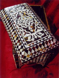 antique pearl box