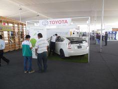 Pabellón Stands de Exhibición - Stand Toyota y su Prius.