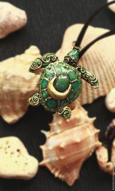 """Купить Кулон из полимерной глины """"Изумрудная черепаха"""" - зеленый, кулон, кулон из полимерной глины"""