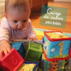 """Quem leu a série """"Playground da Gabi""""sabe que ter cubos na área de brincar dos bebês de 6 a 12 meses é fundamental. Mas como podemos começar a usar esse tipo de brinquedo? Aí vai uma dica: Primeiro, coloque os cubos num cesto, fazendo uma variação dos Cestos dos Tesouros sobre os quais tenho falado tanto aqui no blog. Na foto temos um cesto de cubos e bolas para já trabalhar a questão da diferença entre as formas """"Olha o Cubo! Olha a bola!"""".  Depois, você apresenta este cesto para a…"""