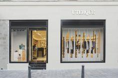 Glamshops Review Visual Merchandising, Lingerie Store Design, Emperador Marble, Spain Fashion, Branding, Valencia Spain, Modern Armchair, Facade Design, Bra Shop