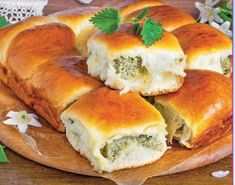 Харчовка: Булочки с творогом и крапивой Bagel, Bread, Food, Meal, Essen, Hoods, Breads, Meals, Sandwich Loaf