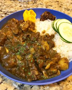 Make the traditional Jamaican curry at the comfort of your home. Learn how to make this tasty goat curry with our step-by-step recipe. Goat Recipes, Indian Food Recipes, Cooking Recipes, Healthy Recipes, Ethnic Recipes, Lunch Recipes, Oven Recipes, Bison Recipes, Rice Recipes
