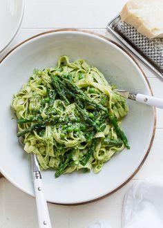 Fettucine with Creamy Spinach Sauce, Asparagus and Peas | www.kitchenconfidante.com