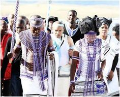 Xhosa wedding African Beads, African Jewelry, Xhosa Attire, Ancient Egyptian Jewelry, Traditional Dresses, Traditional Weddings, Wedding Attire, Wedding Dresses, African Fashion