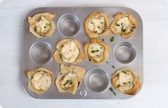 white crab meat (drained and chopped) 4 oz of room temperature cream cheese 2 TBsp of light mayo tsp. of Siriacha 2 tsp. of chives Ground pepper to taste Wonton wrappers Appetizers For Party, Appetizer Recipes, Snack Recipes, Snacks, Great Recipes, Favorite Recipes, Wonton Wrappers, Kitchen Stories, Oven Baked