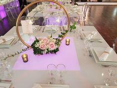 Centre de table mariage: un hula-hoop, une bombe dorée chr Photo Centerpieces, Wedding Table Centerpieces, Wedding Flower Arrangements, Diy Wedding Decorations, Flower Decorations, Floral Arrangements, Wedding Flowers, Table Decorations, Centerpiece Ideas