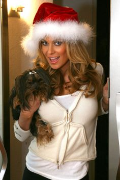 Πέρνα βαριά και sexy Χριστούγεννα με την Carmen Electra Carmen Electra, Baywatch, My Youth, Dancer, Winter Hats, Glamour, Actresses, American, Sexy