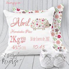 Cojín personalizado nacimiento bebé puercoespín con florecitas 19 x 19 – dreamy pig