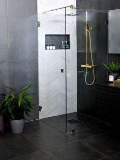 Baderom- og kjøkkentrender 2019 - Lilly is Love Woodlawn Blue, White Bathroom, Bathroom Interior, Master Bathroom, Modern Small Bathrooms, Modern Bathroom, Bathroom Humor, Bathroom Signs, Modern Bathrooms