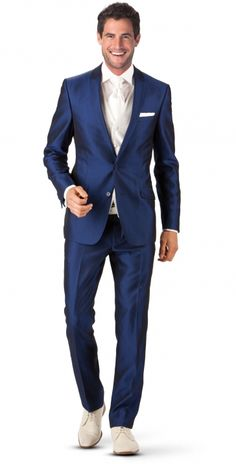Cossmo Pak | Collectie Trouwpakken | ROKA  Kleur pak en lichte schoenen