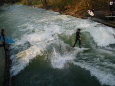 """Apesar de o surf em mar ser especial (afinal, foi no mar que ele nasceu), existem alternativas para os surfistas se divertirem. Um surfista pode, por exemplo, surfar em rios. #1. Aliás, o Brasil oferece um dos melhores rios para realizar tal prática, a onda é conhecida como Pororoca. Localizada no rio Araguari, no Amapá,...<br /><a class=""""more-link"""" href=""""https://catracalivre.com.br/geral/agenda/indicacao/que-mar-que-nada-conheca-5-picos-de-surf-em-rios/"""">Continue lendo »</a>"""