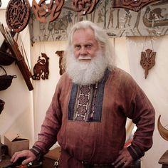 Viking Men - valkyrjacom: Handsome and very talented wood. Viking Clothing, Historical Clothing, Men's Clothing, Russian Mythology, Viking Tunic, Vikings Live, Mens Garb, Viking Reenactment, Viking Men