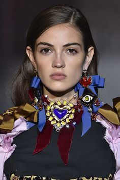 The Best Earrings, Sunglasses, and More Accessories at New York Fashion Week Best Jewelry Designers, Designer Jewellery, Fashion Accessories, Fashion Jewelry, Summer Accessories, Do It Yourself Fashion, Bow Earrings, Silver Earrings, Textiles