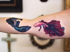 Fish tattoos that you will love - TopstoryfeedYou can find Fish tattoo and more on our website.Fish tattoos that you will love - Topstoryfeed Mom Tattoos, Couple Tattoos, Body Art Tattoos, Sleeve Tattoos, Tattoos For Guys, Tattoos For Women, Tatoos, Pisces Fish Tattoos, Betta Fish Tattoo