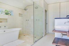Villa Olivier - Master bathroom - Nox Rentals
