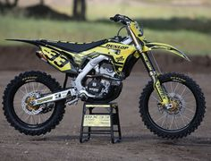 Do you like your Honda`s in Yellow. The coolest tuning. With the help of Vertex FMF Racing and TransWorld Motocross. Super nicely detailed with the Supersprox sprockets. Dirt Scooter, Dirt Bike Gear, Motorcycle Dirt Bike, Motorcycle Types, Cool Dirt Bikes, Mx Bikes, Enduro Motocross, Bike Pic, Pocket Bike