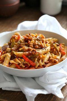Vegan Fajita Pasta with Chickpeas and veggies. Easy Weeknight pasta with Taco seasoned veggies and beans mixed with creamy pasta. Vegan Soyfree Recipe. Can be gluten-free. #vegan #veganricha