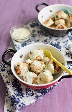 Boulettes de poulet au citron et à la coriandre, sauce légère à la menthe