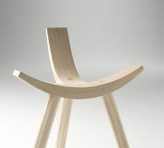 Hiruki is a seat halfway between a chair and a stool, a good example of the ability of synthesis that has its designer Jean Louis Iratzoki, minimizing the number of elements, and with an aesthetic that reminds Japanese design.