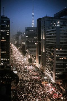 São Paulo, Brasil - 20/06/2013 - People in the Paulista Avenue, for #change BEST CITY IN THE WORLD <3 SP