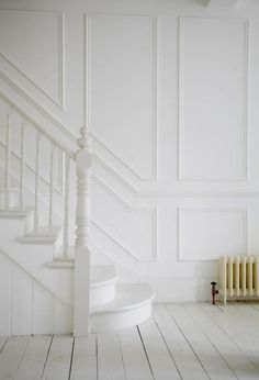 70 Design Ideas for Farmhouse Wall Panels for Living Room, Bathroom, Kitchen and . - Home inspo White Hallway, White Stairs, Stairs Painted White, American Houses, Wall Molding, London House, Staircase Design, Staircase Molding, Wainscoting Stairs