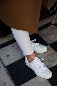 The mix Camel coat, white denim & white sneakers