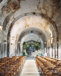 Looking for fresh ideas for your wedding ceremony? We have a gallery of inspiration and expert advice from @mollymckdesigns up on Once Wed today. Photo by @ryleehitchner. #ceremonyideas #weddingideas #ceremonyarch