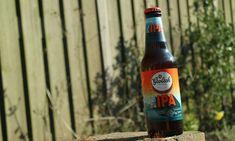 Sinds dit jaar is er een nieuwe bier in het assortiment van Grolsch: de Frisbittere IPA. Een bier van 5,5%. Ik vind het echt gaaf waar Grolsch mee bezig is. Onder de noemer: De Grolsch Proefbrouwerij zijn de afgelopen jaren (inmiddels) diverse bieren gebrouwen. Een aantal van deze bieren heb hun weg mogen vinden naar […] The post Grolsch – Frisbittere IPA appeared first on Hopblog.nl. Ipa, Beer Bottle, Drinks, Drink, Beverage, Drinking