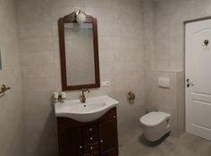 Amenajare baie moderna cu gresie si faianta imitatie travertin semilucioasa de culoare gri deschis. Baie cu faianta 20x50 imitatie trvertin gri deschis. Baie cu masca cada zidita si placata cu faianta. Baie cu faianta glazurata si gresie portelanata, rect Bathroom Interior, Double Vanity, Sink, Interior Design, Home Decor, Travertine, Sink Tops, Nest Design, Vessel Sink