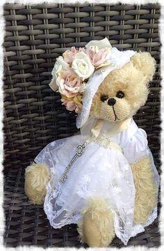 Elizabeth by By Shaz bears | Bear Pile