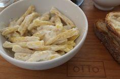 Strozzapreti con crema di robiola, olive taggiasche e limone da oTTo.