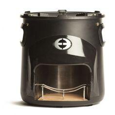 Gecontroleerd en veilig buitenkoken op sprokkelhout. Door het unieke ontwerp van de Envirofit rocket stove bereik je binnen één minuut hoge temperaturen waarop je direct kunt koken.