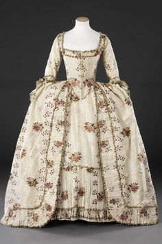 Gown, late to early Brocaded silk trimmed with silk braid. This dress is a typical example of a formal gown of around the robe à la française, also known as a sack or sacque. 17th Century Fashion, 18th Century Dress, 18th Century Costume, 18th Century Clothing, 19th Century, Rococo Fashion, Victorian Fashion, Dress Fashion, Fashion Fashion