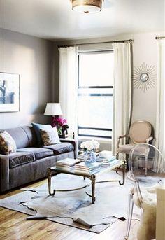 Niet iedereen heeft een grote woonkamer tot zijn beschikking. Dit hoeft niet te betekenen dat het interieur opgepropt oogt of een grote chaos is. Ook met een kleine ruimte zijn er oneindig veel mogelijkheden.