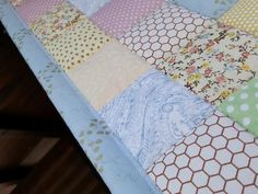 #girlsquiltset Queen Size Blanket, Queen Size Quilt, Country Bedspreads, Elegant Gift Wrapping, Single Quilt, Patchwork Blanket, Twin Quilt, Girls Quilts, Quilt Sizes