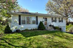 SOLD GLADSTONE- Meadowbrook North neighborhood, 3 bedroom, 2 bath in the $130's danvick.com/HRT1985828